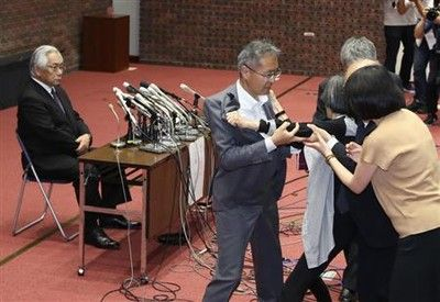 日大・大塚学長に会見に女性が乱入「お前らがしっかりしないからだよ」と叫び退場させられる/アメフット