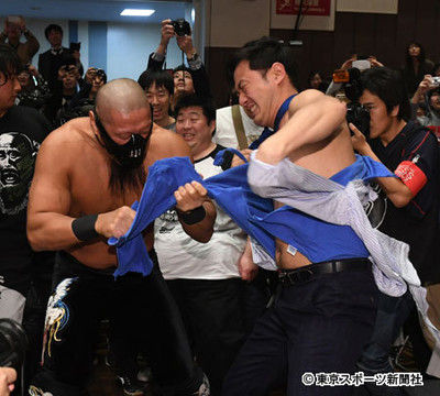 【新日本】飯塚「引退マッチ」も極悪暴走…本人不在で10カウントゴング