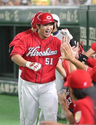 広島・誠也、3安打3打点で巨人粉砕!球団記録月間42安打に王手