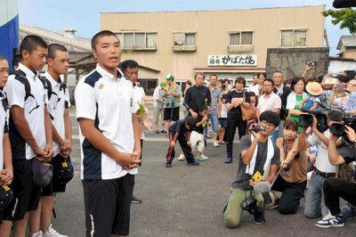敗退の白山、故郷に戻る200人出迎え「地元の誇り」