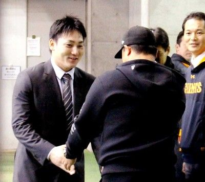 巨人・丸FA移籍の先輩、村田コーチから激励「ブーイングももらうでしょう」