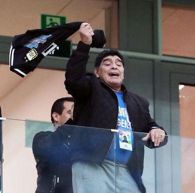 アルゼンチン勝利!マラドーナまたも問題行動?