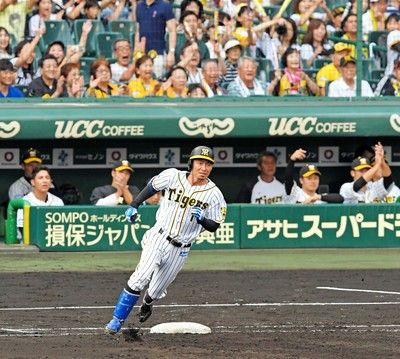 阪神・鳥谷 球団最多安打あと22戦連続代打安打!守備に異例の歓声
