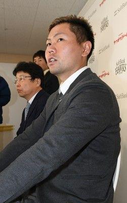 異例の長期ソフトバンクが中村晃と「4年契約」した理由