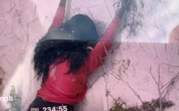 崖 しがみつく 女性 救助隊 出動 マネキン 映画に関連した画像-01