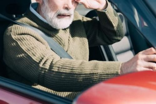 産経 FNN 世論調査 運転免許 年齢制限 高齢層 6割反対に関連した画像-01