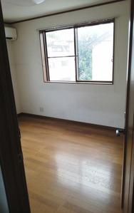 ニス塗り・ビフォー(2階洋室):貸家3号