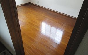 ニス塗り(2階洋室)・アフター:貸家3号