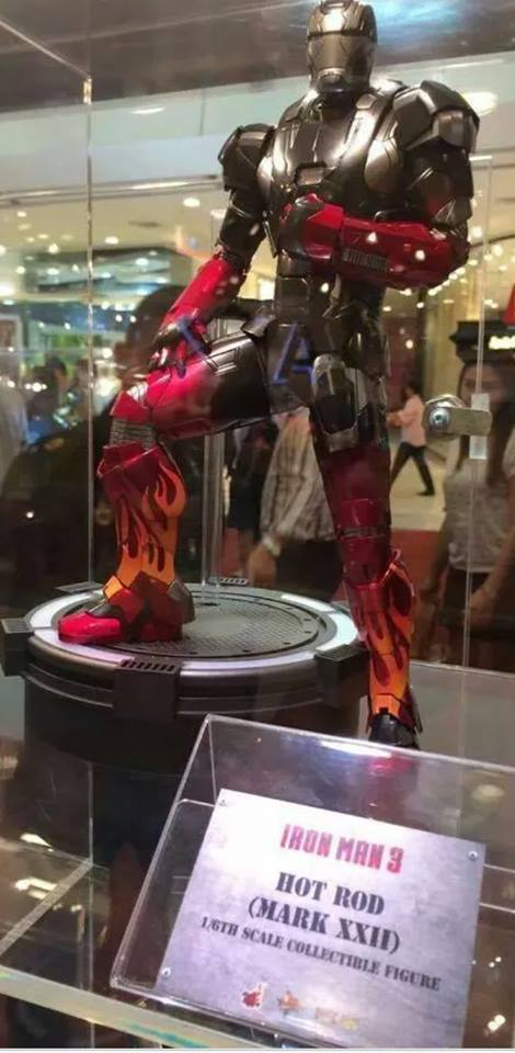 Hot-Toys-Teases-Iron-Man-3-Hot-Rod-Armor-Show-Preview