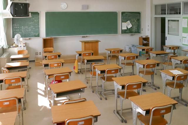school-classroom-D60a7724