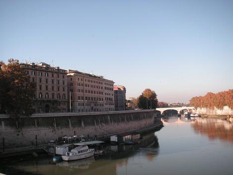 カヴール橋からのテヴェレ川