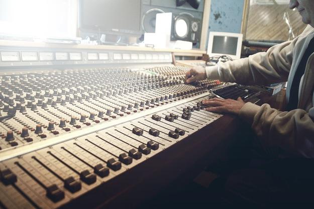sound-studio-407216_1280