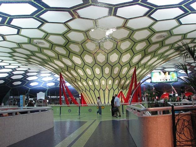 airport-205756_640