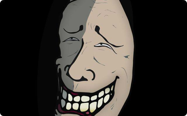 笑顔、怖い