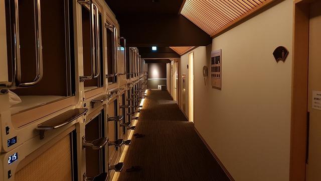 1024px-Capsule_hotel