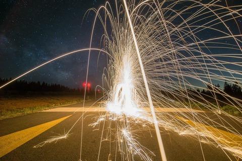 firework-828652_1920