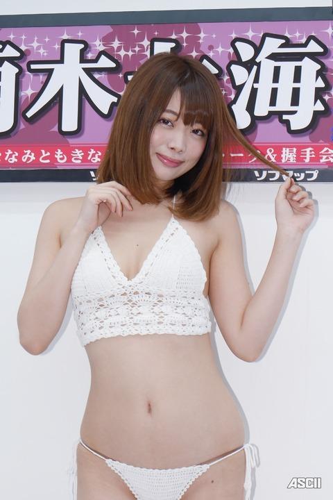 http://ascii.jp/elem/000/001/582/1582000/nanami_06_c_800x1200.jpg