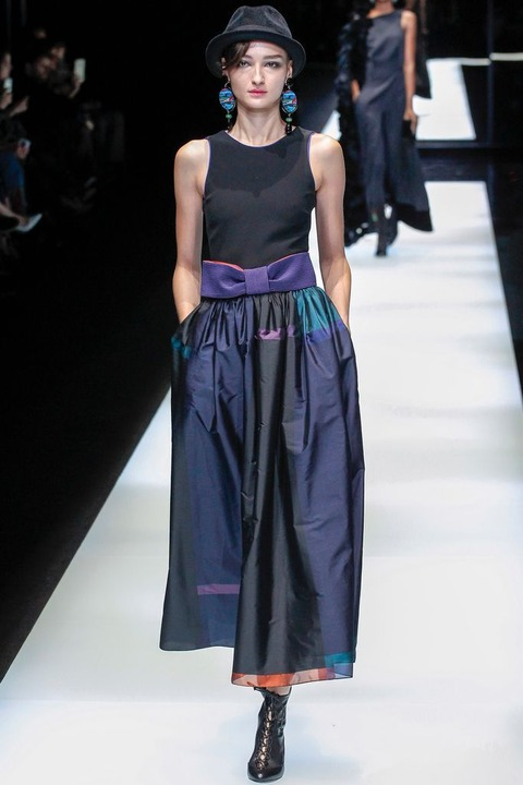 https://www.vogue.co.jp/uploads/media/2017/02/28/GIORGIO_ARMANI_2017_18AW_Pret_a_Porter_Collection_runway_gallery-58.jpg