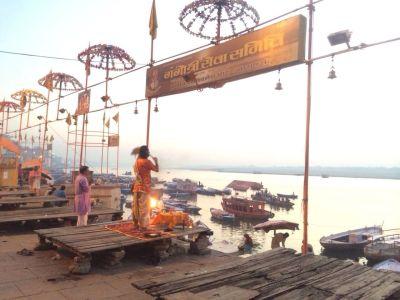 ホーリー祭(バラナシ)ガンジス川