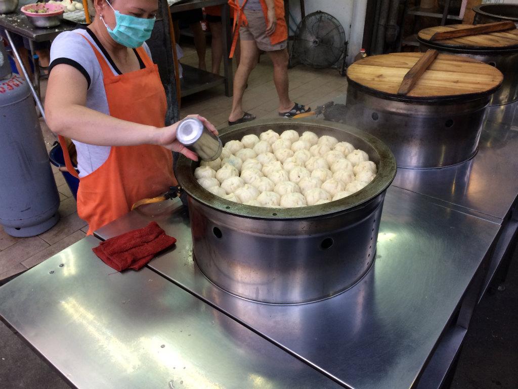 【景美夜市】景美上海生煎包 1個12元で買えるカリカリの幸せ : 食べ臺灣!美味しい臺北