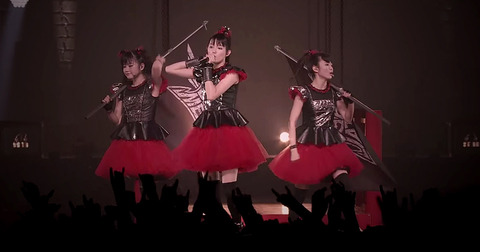 babymetal-y-el-video-de-road-of-resistance-live