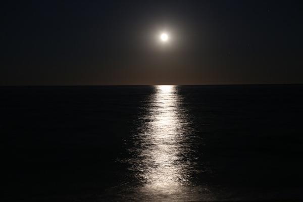 moon-2395139_960_720
