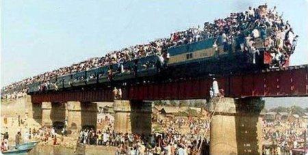 「インド 鉄道 混雑」の画像検索結果