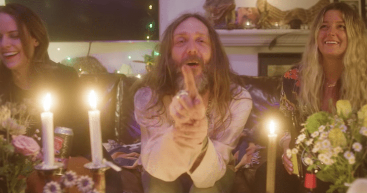 """Chris Robinson Brotherhood Shares Jay Blakesberg-Directed Video For """"Let It Fall"""" [Watch]"""