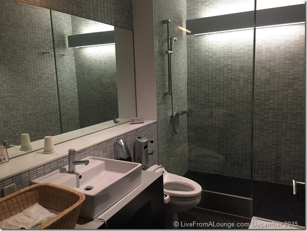 ANA Suite Lounge Showers