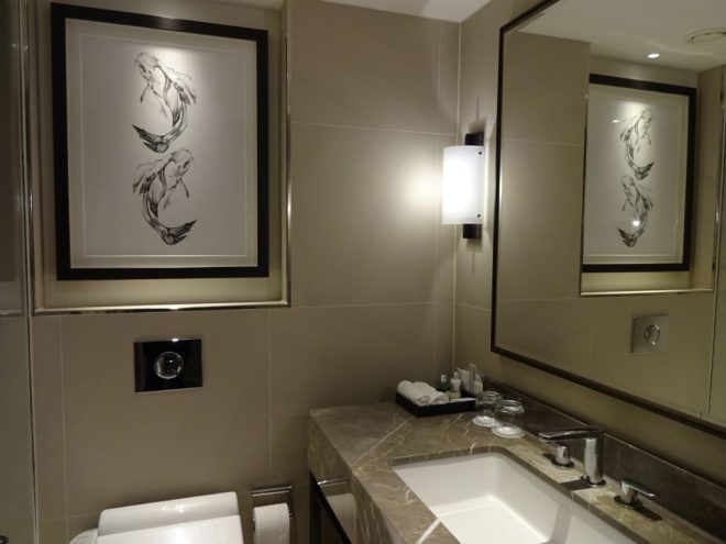 Hyatt Regency London - Churchill: View of the bathroom