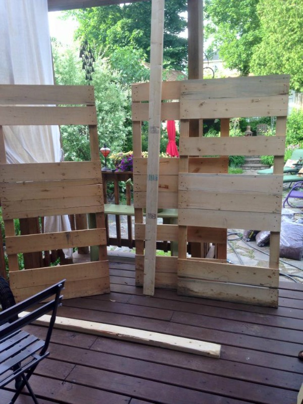 3 rectangular pallets