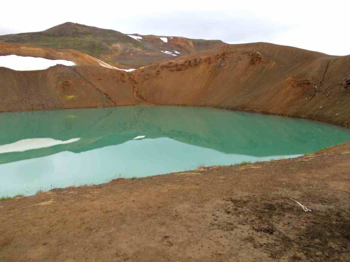 green lake iceland scenery travel tourism packpacker bucket list live in 10 countries how to