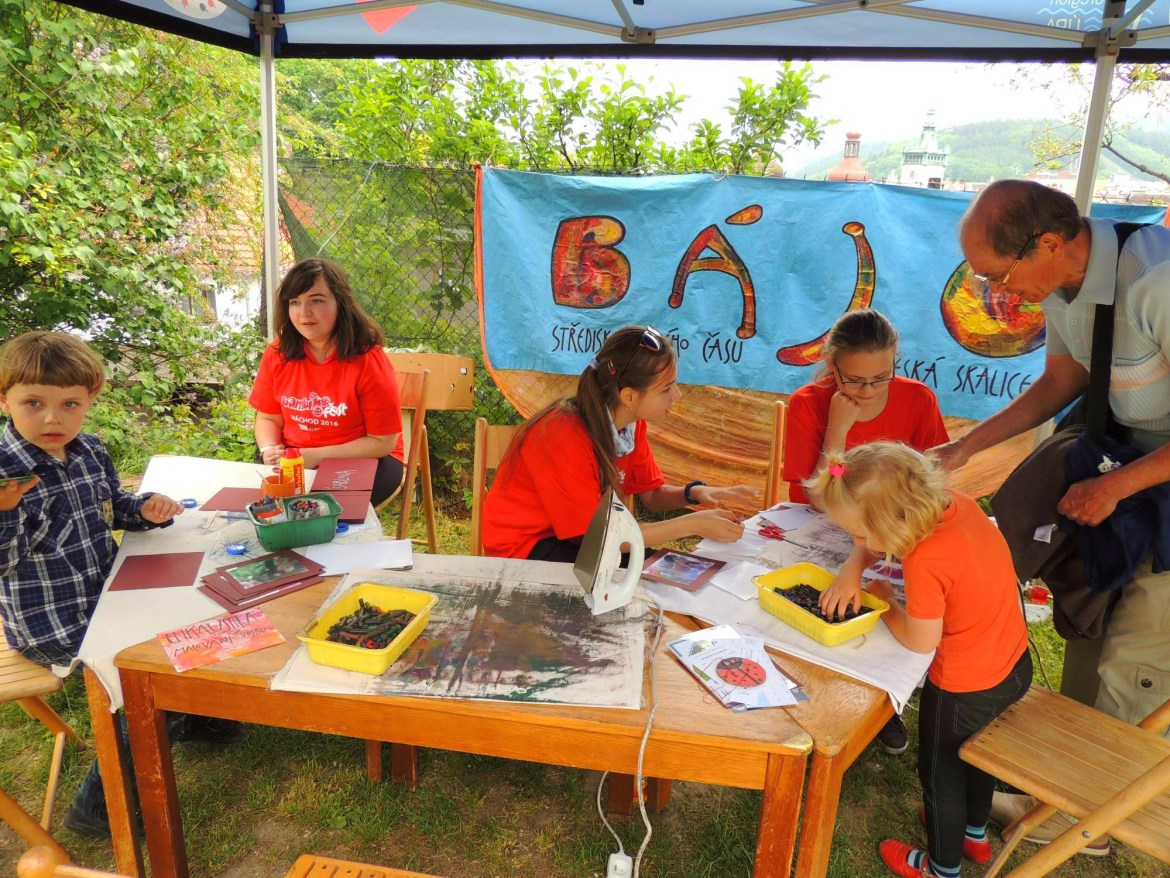 Children and EVS volunteers on a project in the Czech Republic