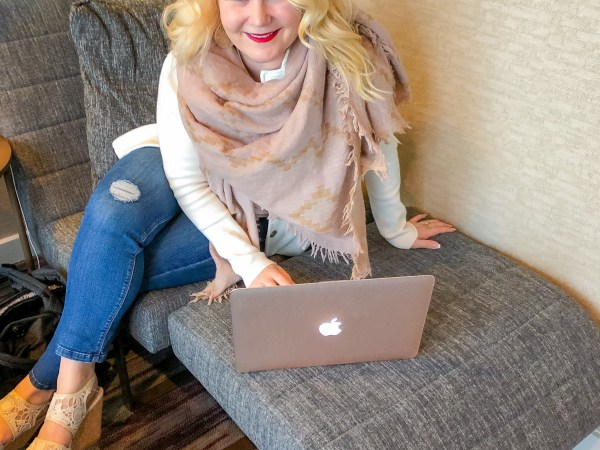 A Beginners Guide to Blogging, Photography, and Influencing: Posing, Editing, and Instagram