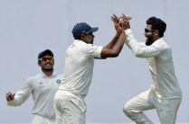 Indian bowler Ravindra Jadeja (R) and fielder Ravichandran Ashwin (C) celebrate the dismissal of unseen Australian batsman Peter Handscomb during the second day of the second cricket Test match between India and Australia at The M. Chinnaswamy Stadium in Bangalore on March 5, 2017. ----IMAGE RESTRICTED TO EDITORIAL USE - STRICTLY NO COMMERCIAL USE----- / GETTYOUT / AFP PHOTO / Manjunath KIRAN / ----IMAGE RESTRICTED TO EDITORIAL USE - STRICTLY NO COMMERCIAL USE----- / GETTYOUT