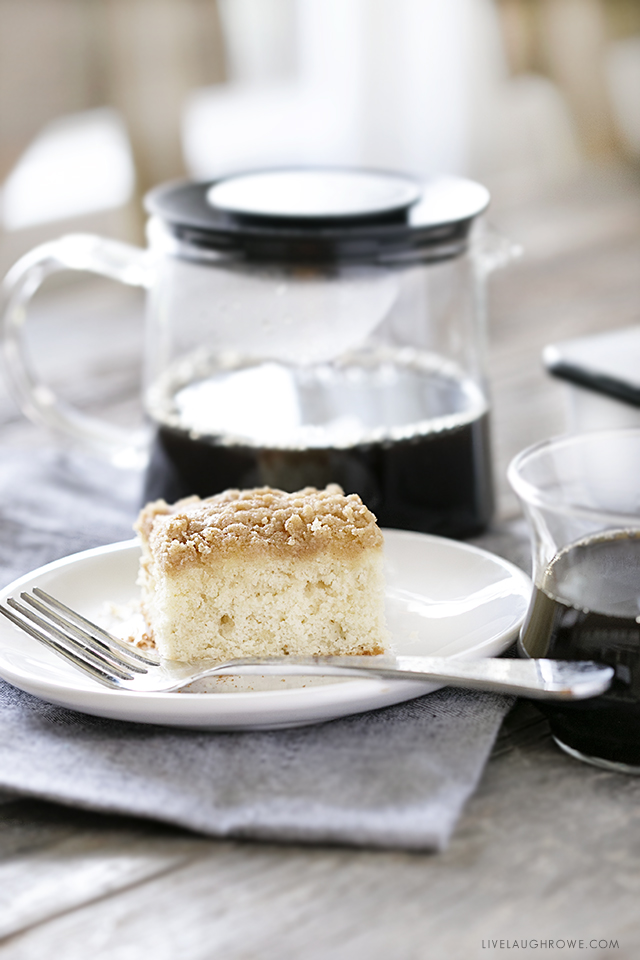 A nostalgic recipe that is a perfect combination of moist and crunchy! This Bisquick Coffee Cake recipe is so easy to make, it's sure to become a weekend favorite! Recipe at livelaughrowe.com