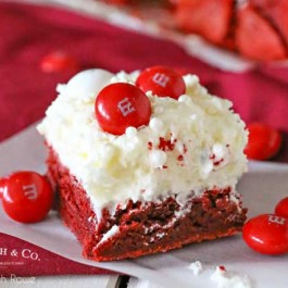 Delicious Valentine Brownies. One bit and you're sure to fall in love! livelaughrowe.com