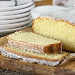 This Sparkling Cider Pound Cake has the taste of fall in every bite! Enjoy with a cup of tea or coffee. livelaughrowe.com