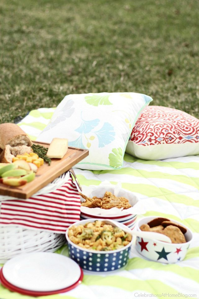 Lots of great picnic recipes, along with decor and printables too! livelaughrowe.com