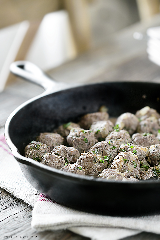 Weight Watchers friendly Italian Meatballs. Great for an appetizer, served with pasta or rice -- or even stirred into soup! Recipe at livelaughrowe.com
