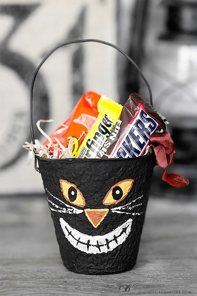 Vintage Inspired Halloween Party Favors using Peat Pots! Aren't they adorable? I love these and they would make great little gifts too. Tutorial at livelaughrowe.com