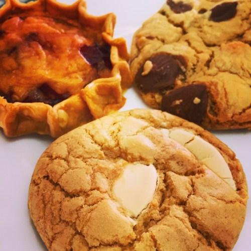 Gooey_chocolate_chip_cookies.jpg
