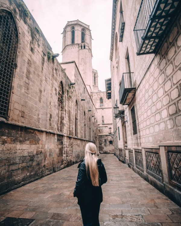 This little alleyway behind Barcelona Cathedral leads through the Gothic Quarter. See the perfect itinerary for 3 days in Barcelona here