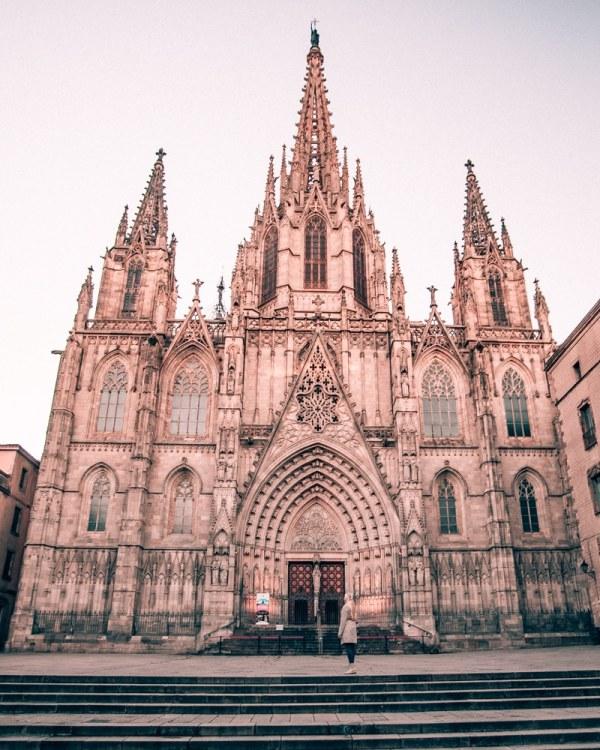 巴塞罗那教堂是个教堂的人,而且很令人惊讶。去看看马德里的行程安排了三个星期!