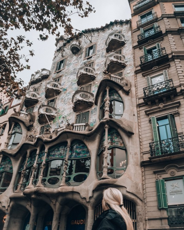 Casa Batllo in Barcelona is one of Gaudi's many designs you can't miss. See the perfect itinerary for 3 days in Barcelona here with a free map to all the best photo locations.