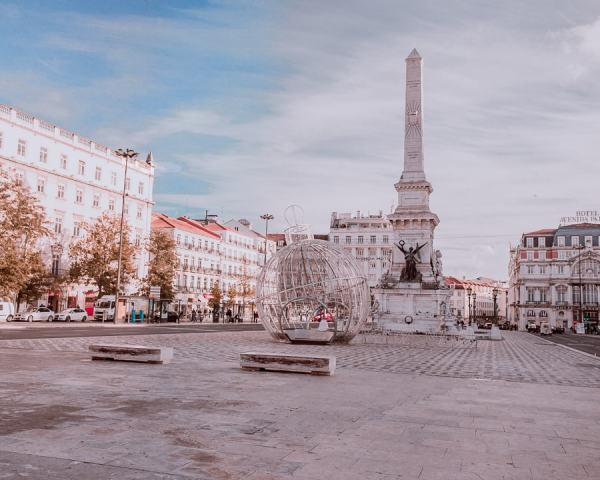 Praca dos Restauradores at Christmas. Find all of Lisbon's best photo locations here plus a free map to plan your trip to Lisbon.