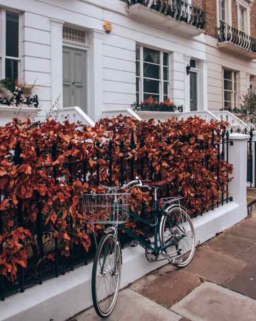 A bike sitting outside a house in Notting Hill in London. Get the best streets in Notting Hill for pictures in this 3 day London itinerary.