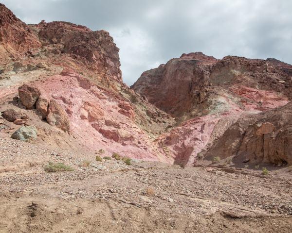 艺术家在沙漠中的一种绿色的山谷,而你的葡萄园和绿色的土地是一种象征。去看看有没有任何地方的地方,在哪里,去找你,去看看,去哪儿。