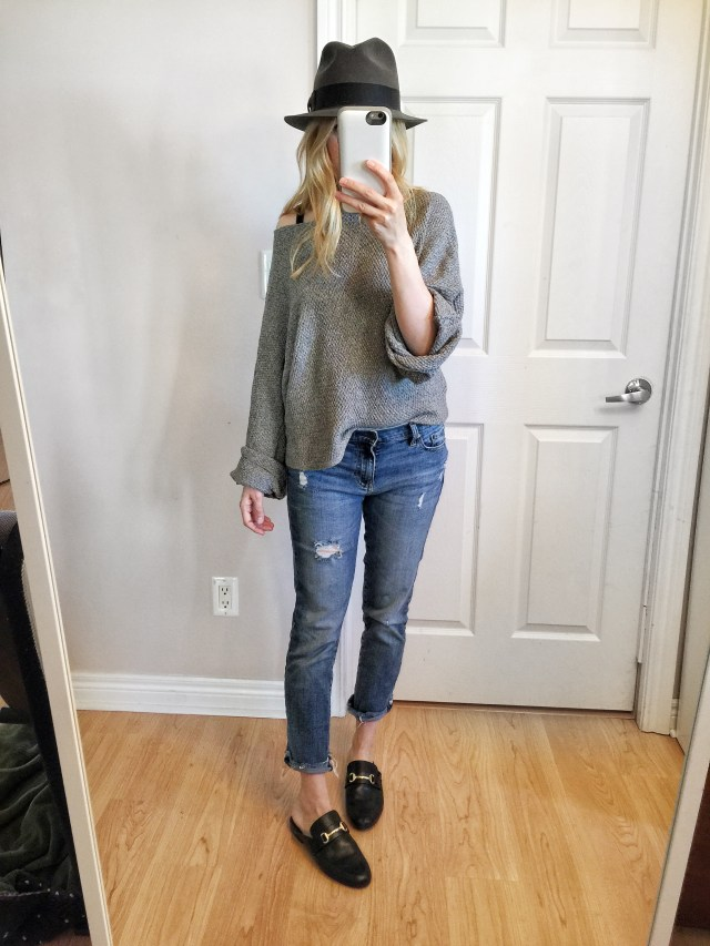 Grey oversized sweater, boyfriends jeans, fedora, and slides