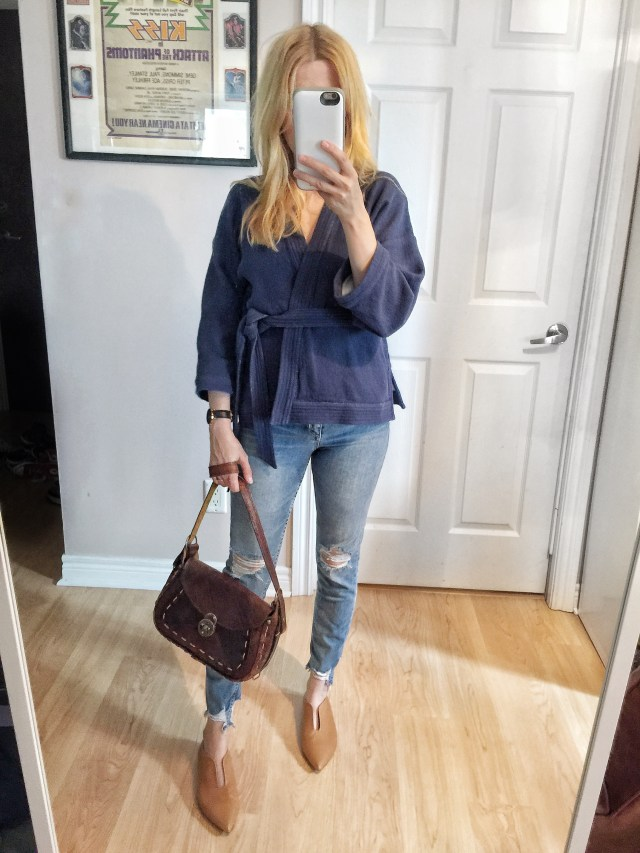 Kimono shirt, distressed jeans, and vintage purse